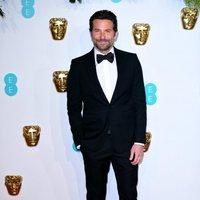 Bradley Cooper en la alfombra roja de los BAFTA 2019