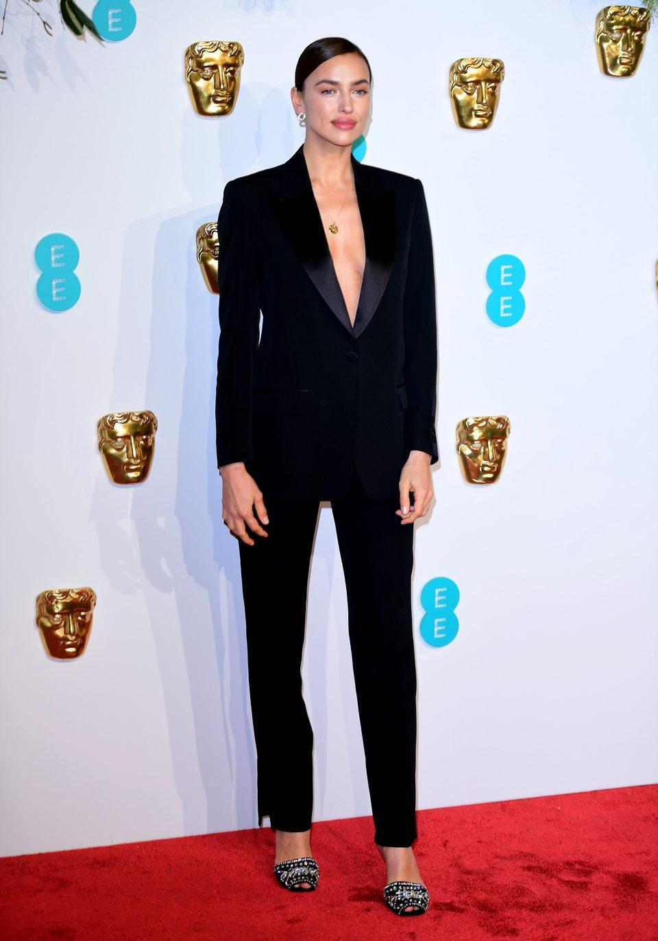 Irina Shayk en la alfombra roja de los BAFTA 2019