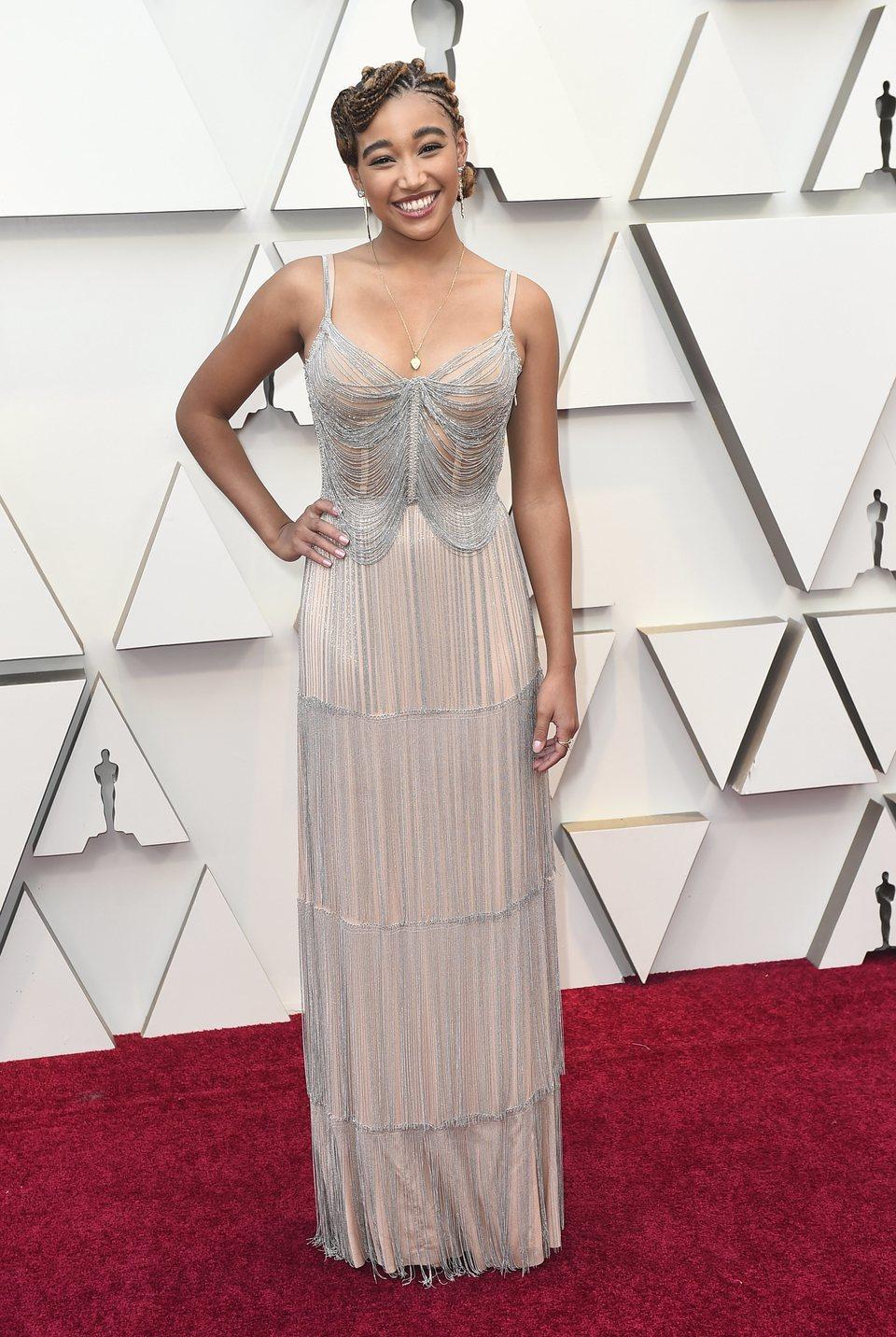 Amandla Stenberg en la alfombra roja de los Oscar 2019