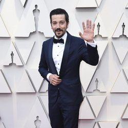 Diego Luna en la alfombra roja de los Oscar 2019