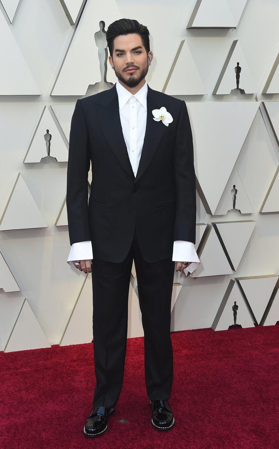 Adam Lambert en la alfombra roja de los Oscar 2019