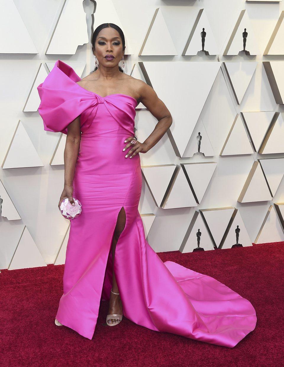 Angela Bassett en la alfombra roja de los Oscar 2019