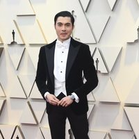Henry Golding on the red carpet at the 2019 Oscars