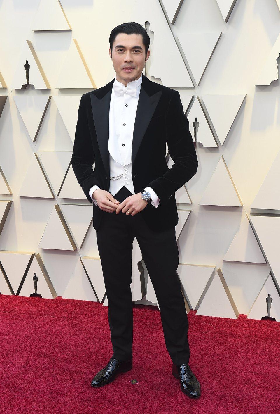 Henry Golding en la alfombra roja de los Oscar 2019