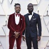 Stephan James y Shamier Anderson en la alfombra roja de los Oscar 2019