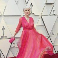 Helen Mirren en la alfombra roja de los Oscar 2019