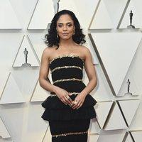 Tessa Thompson en la alfombra roja de los Oscar 2019