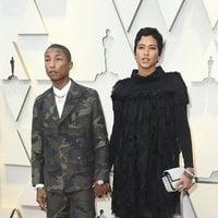 Pharrell Williams y Helen Lasichanh en la alfombra roja de los Oscar 2019