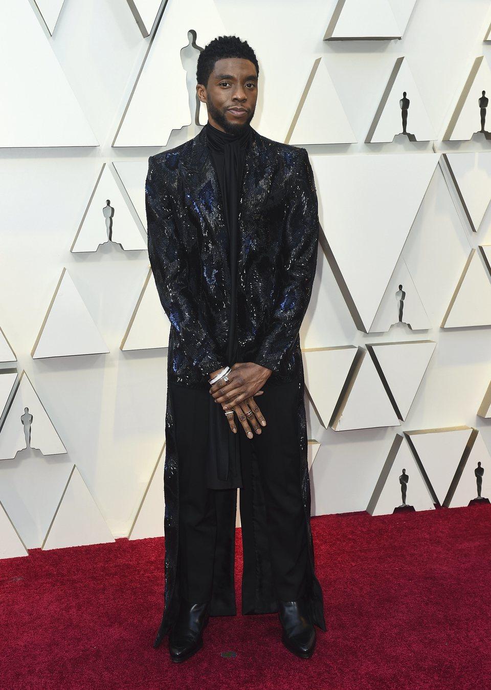 Chadwick Boseman en la alfombra roja de los Oscar 2019
