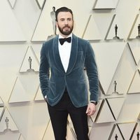 Chris Evans on the red carpet at the Oscars 2019