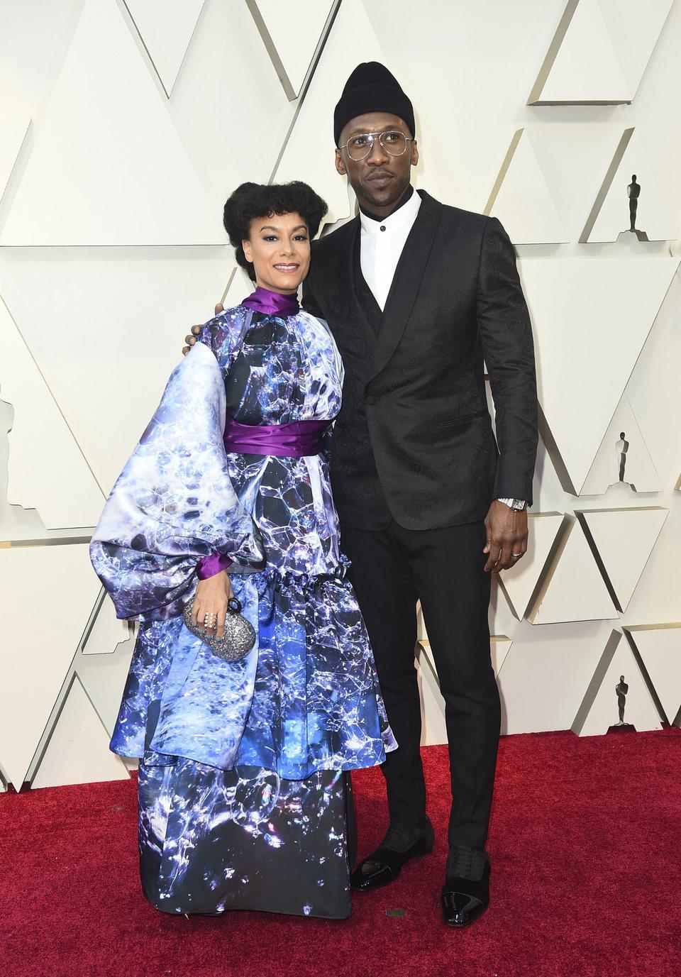 Mahershala Ali y Amatus Sami-Karim en la alfombra roja de los Oscars 2019