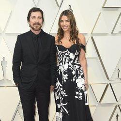 Christian Bale y Sibi Blazicen la alfombra roja de los Oscars 2019