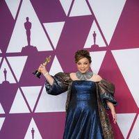 La ganadora del Oscar a mejor vestuario por 'Black Panther' posa con su Oscar