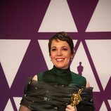 Olivia Colman posa con su Oscar