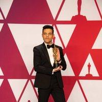 Rami Malek posa con su Oscar