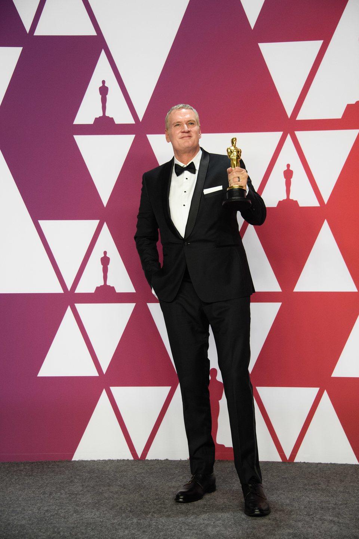 El ganador del Oscar a mejor montaje por 'Bohemian Rhapsody' posa con su Oscar
