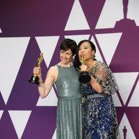 Las ganadoras del Oscar a mejor cortometraje de animación posan con su Oscars