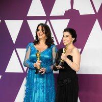 Las ganadoras del Oscar a mejor documental corto posan con sus Oscars