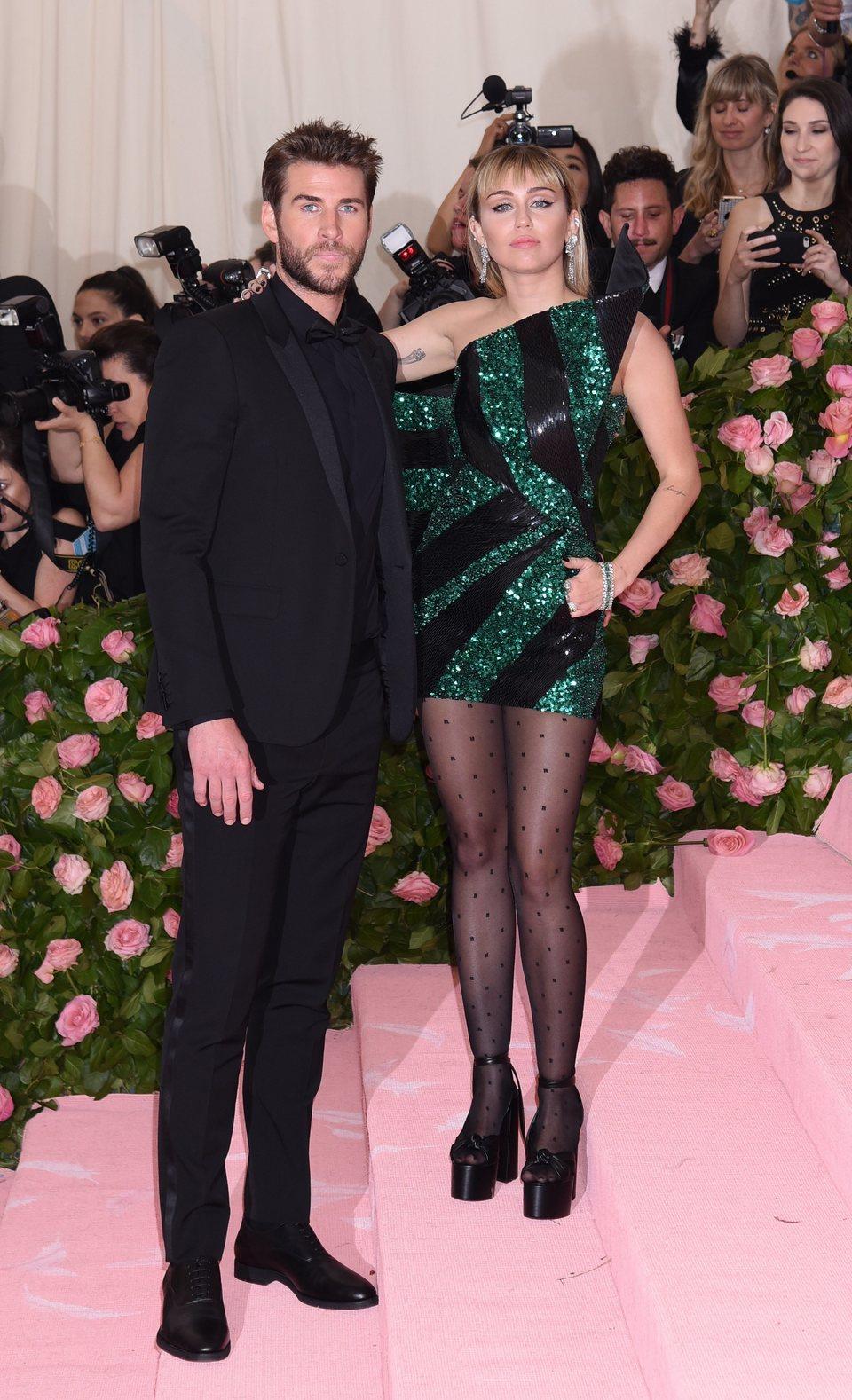 Miley Cyrus y Liam Hemsworth en la Gala del Met 2019