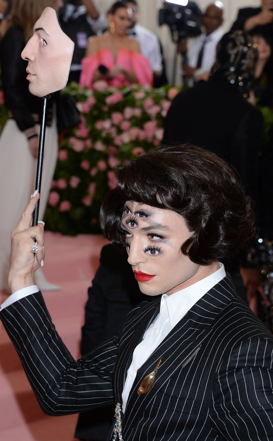 Ezra Miller en la Gala del Met 2019
