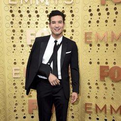 Mario Lopez en la alfombra roja de los premios Emmy 2019