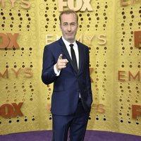 Bob Odenkirk en la alfombra roja de los premios Emmy 2019