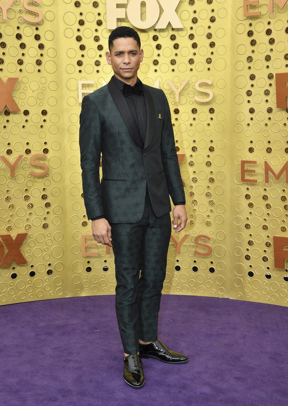 Charlie Barnett en la alfombra roja de los premios Emmy 2019