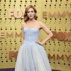 Brittany Snow en la alfombra roja de los premios Emmy 2019
