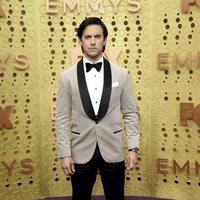 Milo Ventimiglia en la alfombra roja de los Emmy 2019