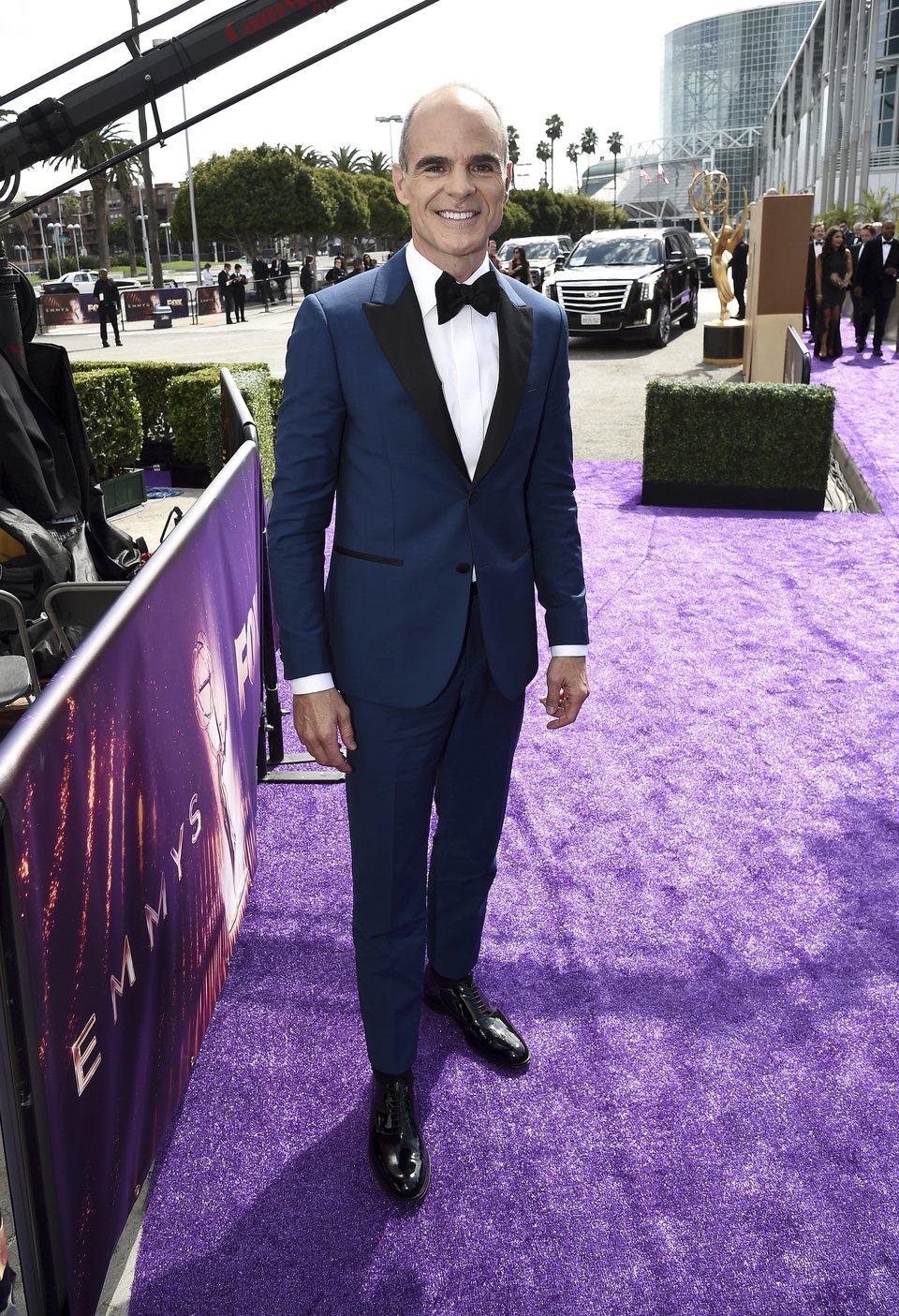 Michael Kelly en la alfombra roja de los premios Emmy 2019