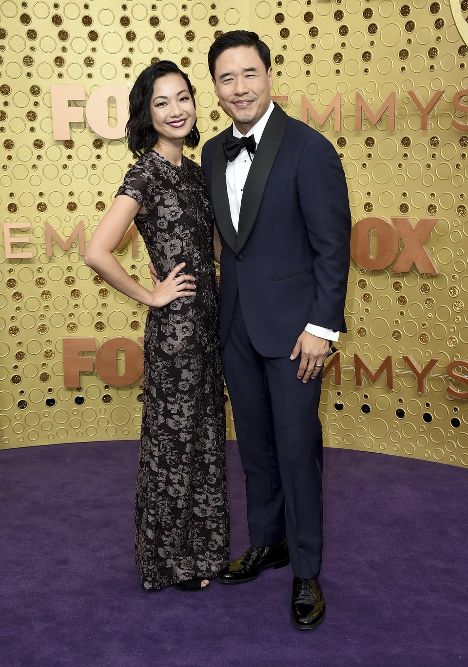 Randall Park en la alfombra roja de los Emmy 2019