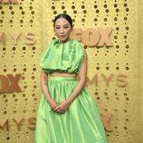 Greta Lee en la alfombra roja de los Emmy 2019