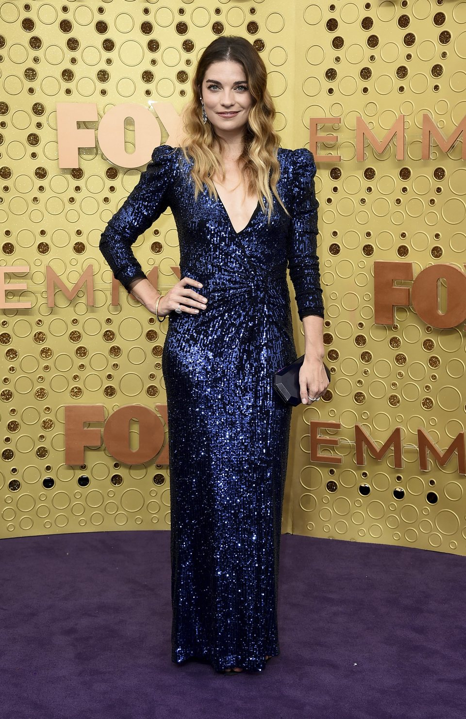 Annie Murphy en la alfombra roja de los Emmy 2019