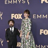 Peter Dinklage en la alfombra roja de los Emmy 2019