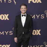 Brett Johnson en la alfombra roja de los Emmy 2019
