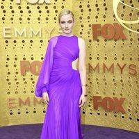 Julia Garner en la alfombra roja de los Emmy 2019