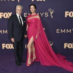 Michael Douglas y Catherine Zeta Jones en la alfombra roja de los Emmy 2019