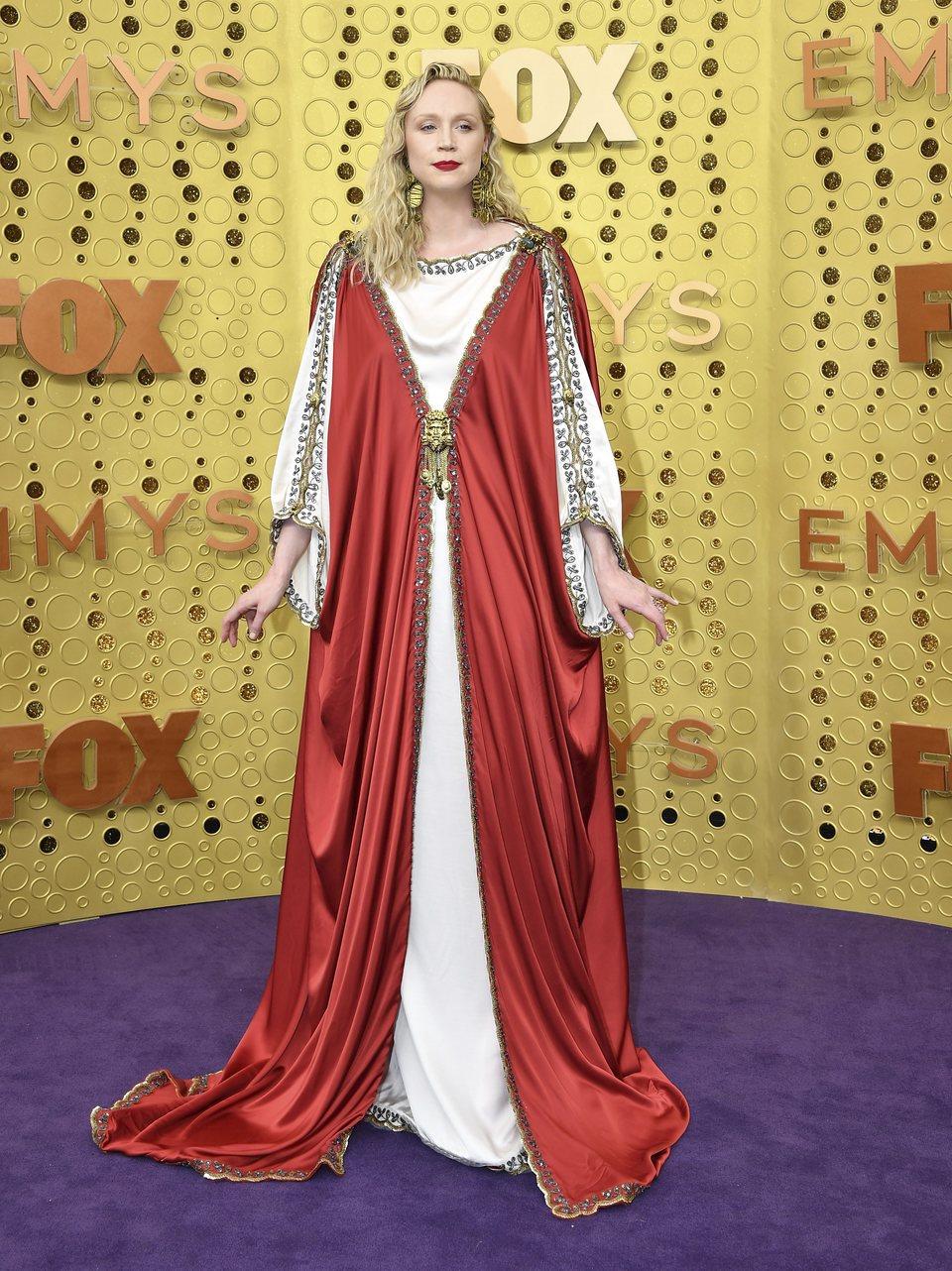 Gwendoline Christie en la alfombra roja de los Emmy 2019