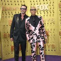 RuPaul y Georges LeBar en la alfombra roja de los Emmy 2019
