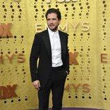 Kit Harrington en la alfombra roja de los Emmy 2019