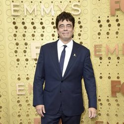 Benicio del Toro en la alfombra roja de los Emmy 2019