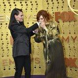 Natasha Lyonne y Clea DuVall en la alfombra roja de los Emmy 2019