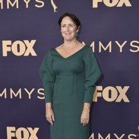 Fiona Shaw en la alfombra roja de los Emmy 2019