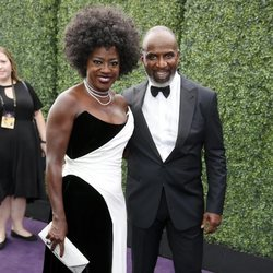 Viola Davis y Julius Tennon en la alfombra roja de los Emmy 2019