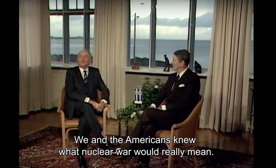Meeting Gorbachev, fotograma 2 de 5
