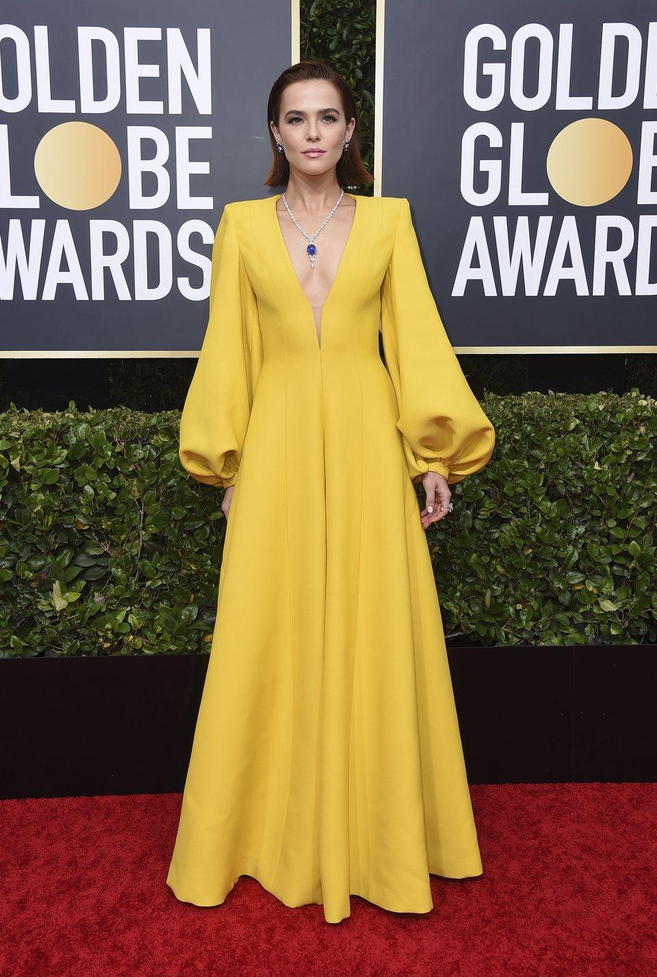 Zoey Deutch en la alfombra roja de los Globos de Oro 2020
