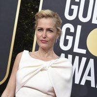 Gillian Anderson en la alfombra roja de los Globos de Oro 2020