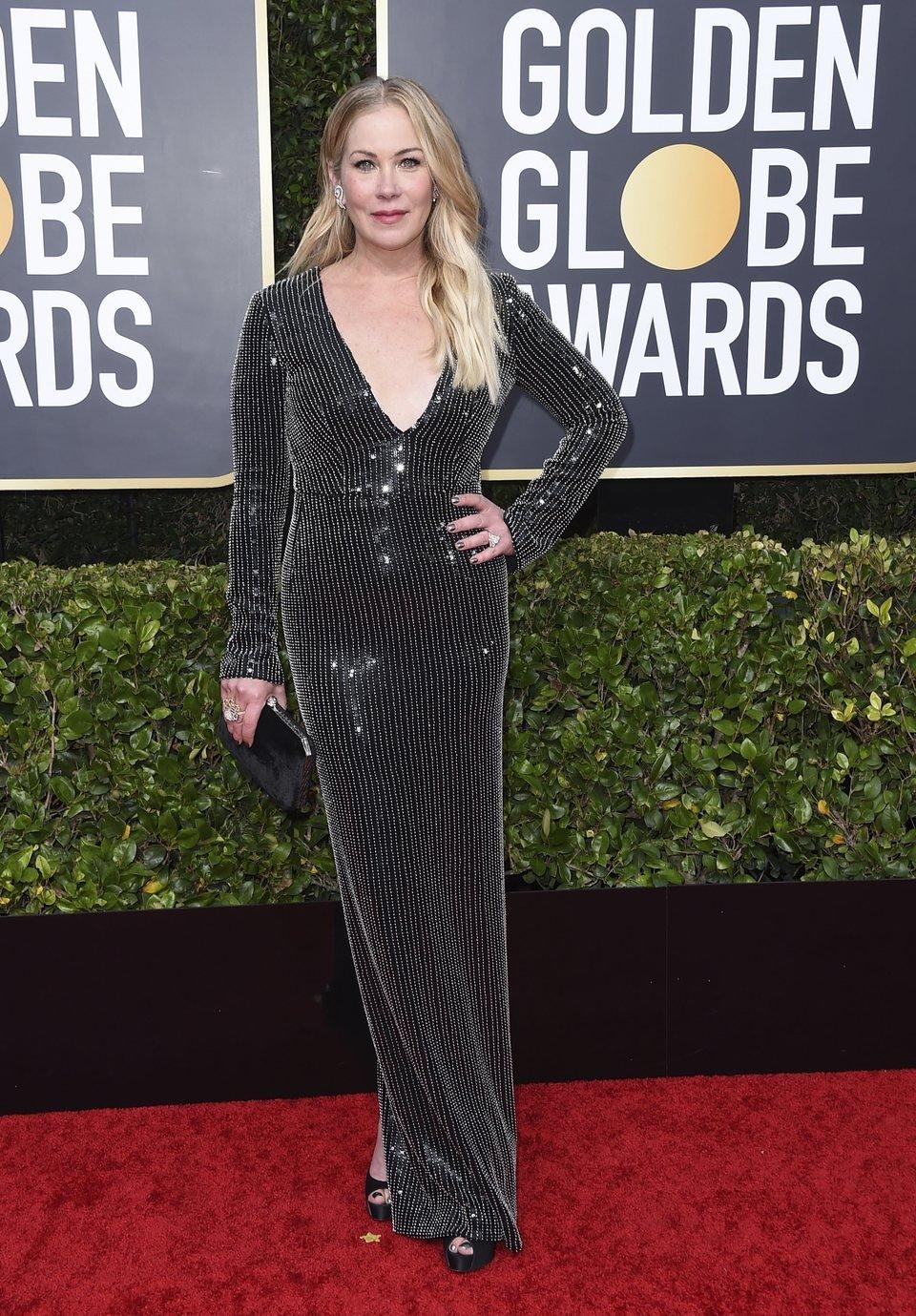 Christina Applegate en la alfombra roja de los Globos de Oro 2020