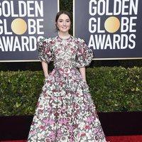 Kaitlyn Dever en la alfombra roja de los Globos de Oro 2020