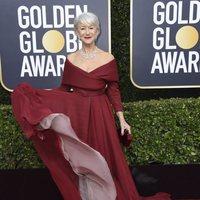 Helen Mirren en la alfombra roja de los Globos de Oro 2020
